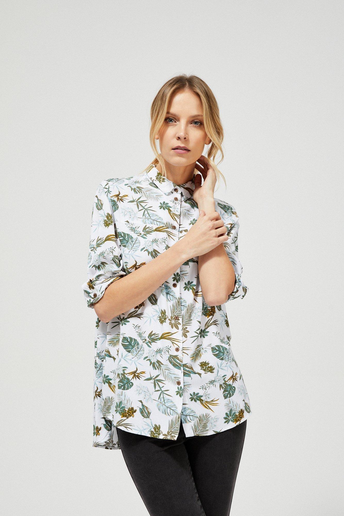 Koszula z motywem roślinnym