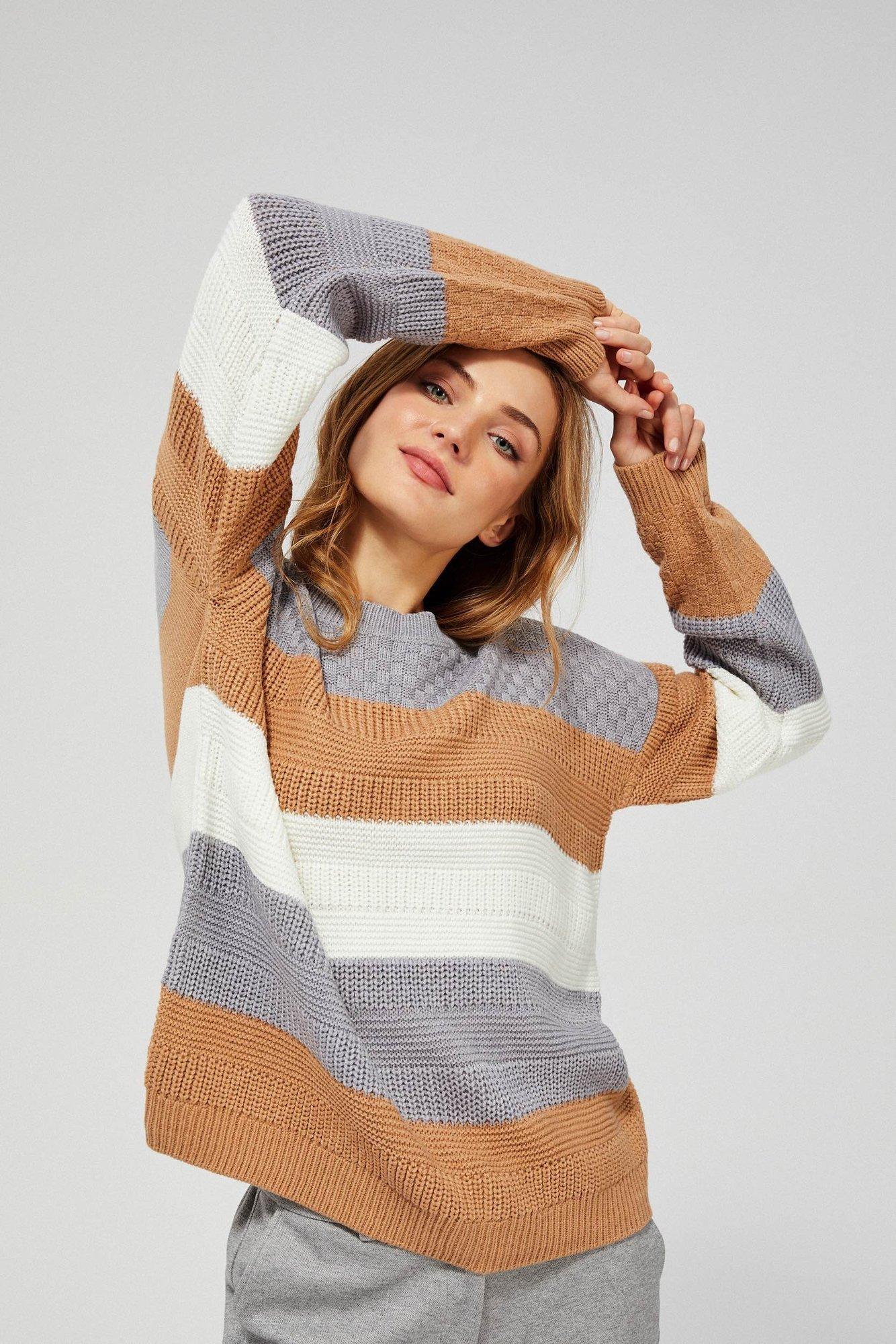 Prążkowany sweter w paski