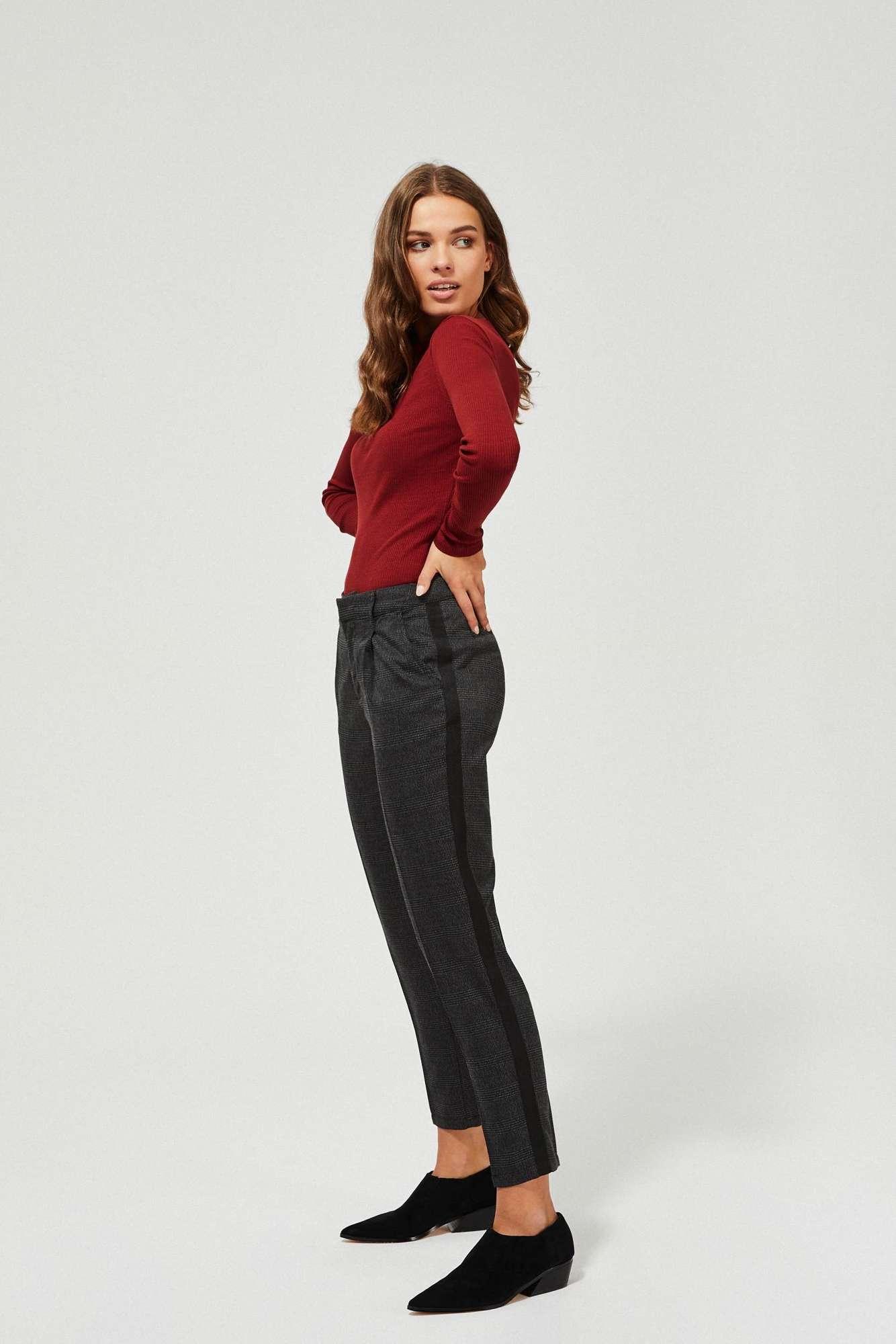 Spodnie w kratkę z lampasami