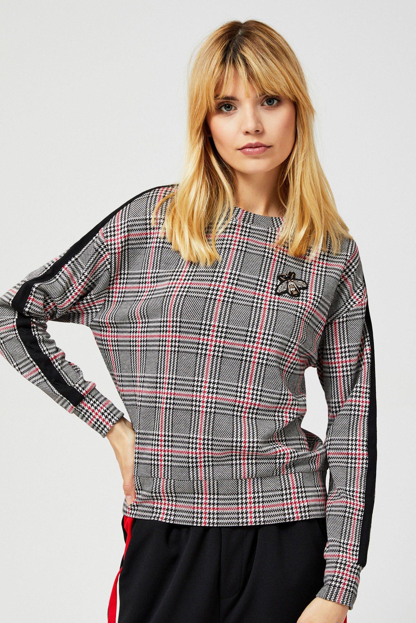 Bluza w kratę z lampasami i aplikacją