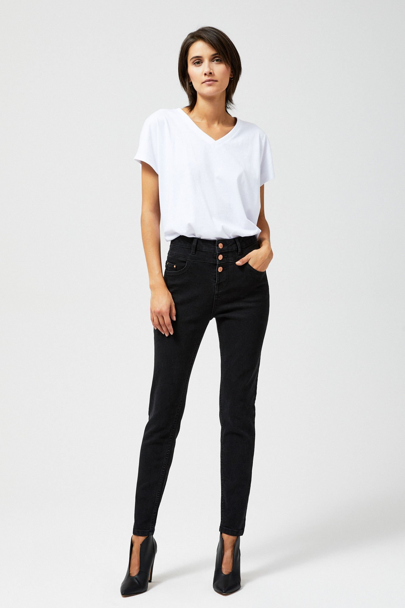 Jeansy typu extra high waist
