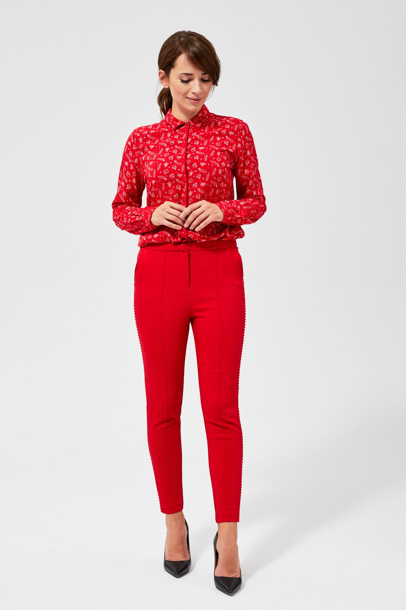Spodnie z przeszyciami i ozdobnymi lamówkami