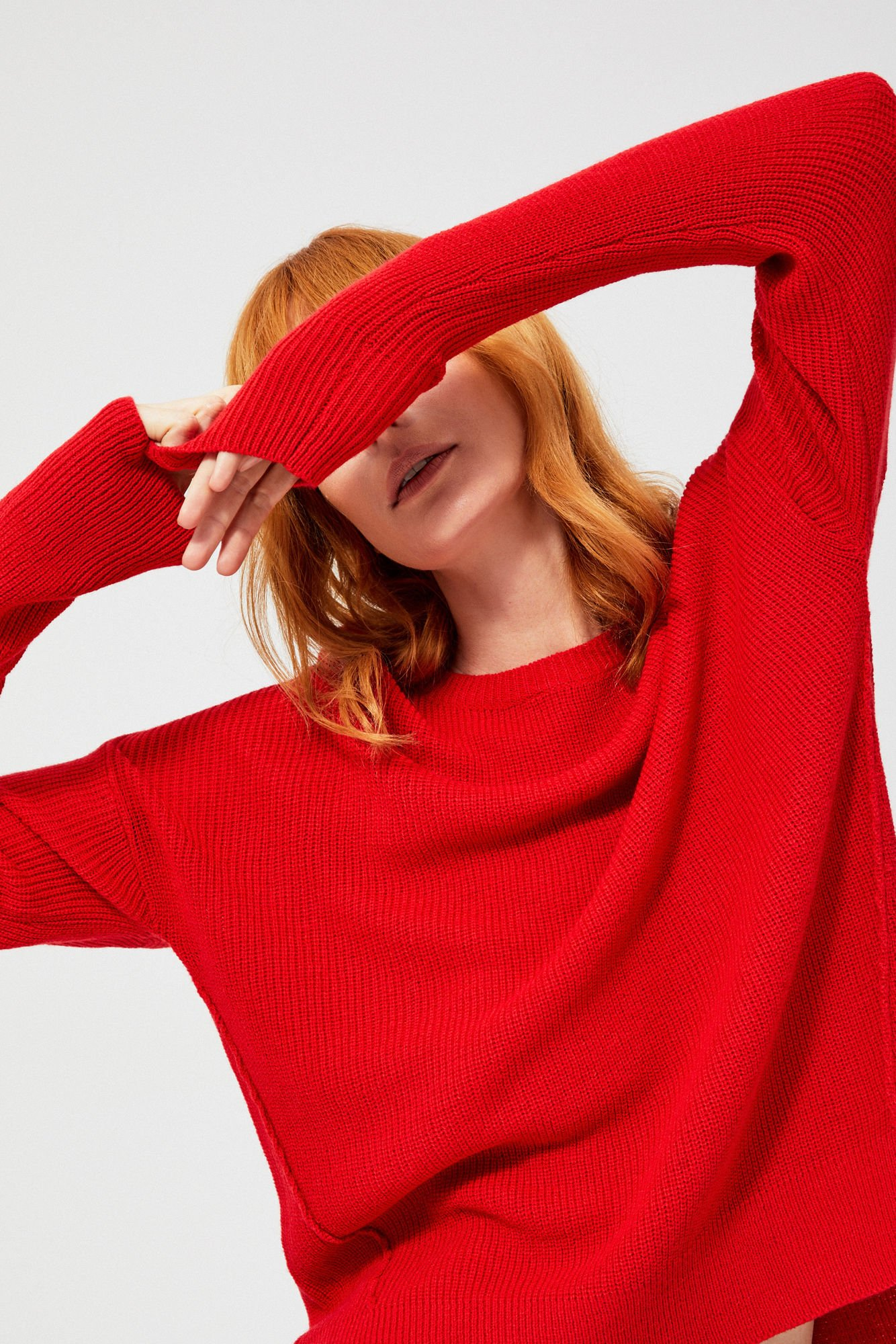 Sweter typu oversize z przeszyciami